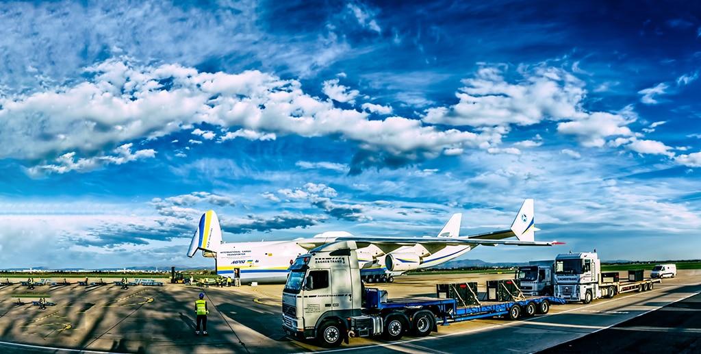 Cargo charters solutions by Skylark Aviation Expert | Photo by dbajurin