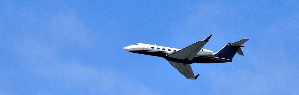 Gulfstream G450 au décollage. Location avion jet privé, devis en ligne, nos experts Aviation à votre écoute 24/7